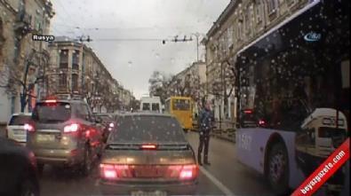 Otobüs çarptı, hiçbir şey olmamış gibi ayağa kalktı