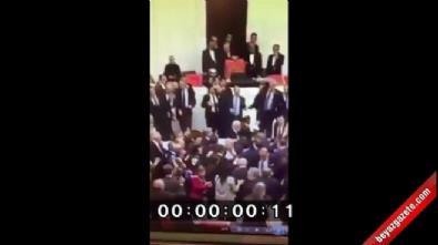 CHP'li vekil AK Partili Şahin'in burnunu kırdı