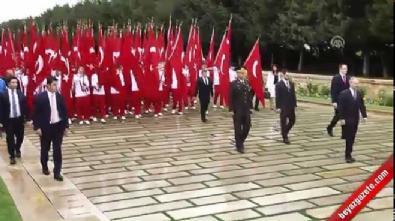 Gençlik ve Spor Bakanı Akif Çağatay Kılıç, Anıtkabir'i ziyaret etti