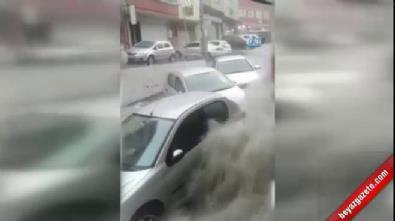 Sele kapılan 2 kişi kameralara yansıdı