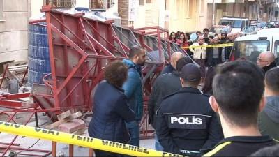 İzmir'de iskele devrildi: 1 ölü, 1 yaralı
