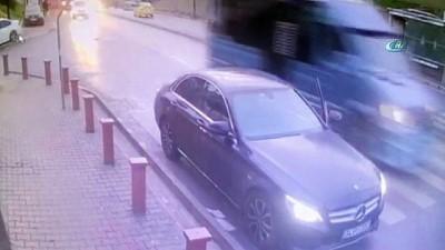 Ekmek almak için indi arabasından oldu...Hırsızlık anı kamerada