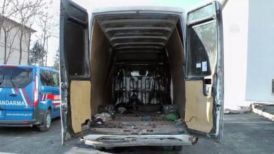15 kişilik minibüste 59 kaçak göçmen yakalandı (2) - ERZİNCAN