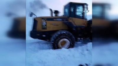 Özel İdare ekiplerinin köy yollarında karla mücadelesi