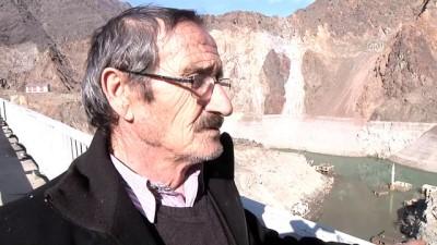 Baraj suları çekilince eski yerleşim yeri gün yüzüne çıktı - ARTVİN