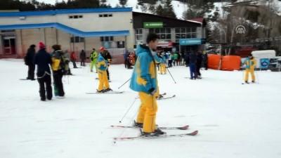Kayak tutkunları Palandöken'e akın etti - ERZURUM