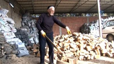 85'lik Herkül, her gün 3 ton odun kırıyor