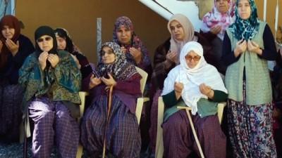 Afrin'deki görev yapan oğluna dualarla 'Uğut tatlısı' gönderdi
