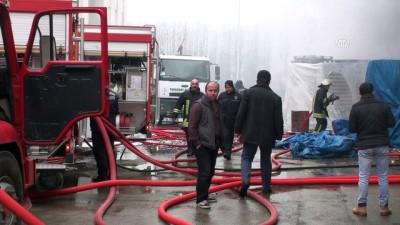 Samsun'da plastik eşya deposunda yangın