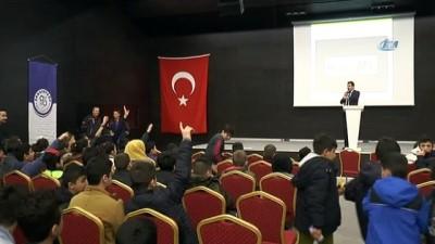Deprem tatbikatı sırasında 'Afrin'deki Mehmetçiklere Selam Olsun' pankartı açtılar