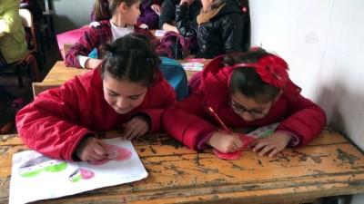 Suriyeli öğrenciler Türkiye sevgilerini resmetti - HATAY