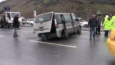 Bağcılar'da zincirleme trafik kazası: 10 yaralı - İSTANBUL