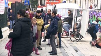 Çocukları üşümesin diye bisikleti 'okul taşıtına' dönüştürdü - İZMİR