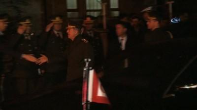 Genelkurmay Başkanı Orgeneral Hulusi Akar şehit ailesini ziyaret etti