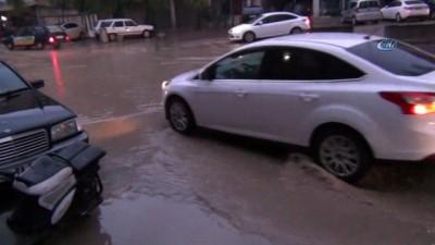 Kızıltepe'de sağanak yağış nedeniyle iş yerlerini su bastı
