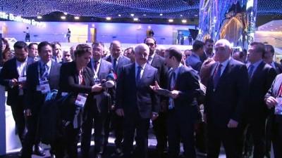 BARCELONA - DETAY) Bakan Arslan Dünya Mobil Kongresi fuar alanını gezdi