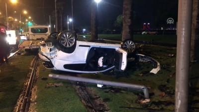 İzmir'de otomobil devrildi: 4 yaralı