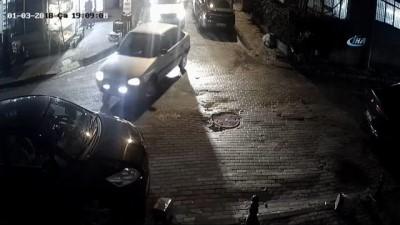 İstanbul'da anne ve bebeğin ölümden döndüğü kaza kamerada