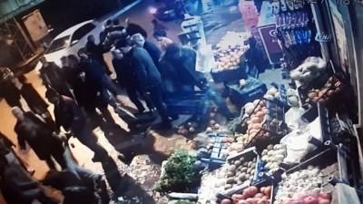 Yerde hareketsiz yatan adamı öldüresiye dövdüler...O anlar kamerada