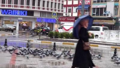 Balıkesir'de beklenen yağış başladı