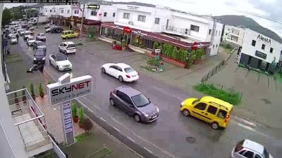 Otomobille motosikletin çarpıştığı kaza anı - MUĞLA