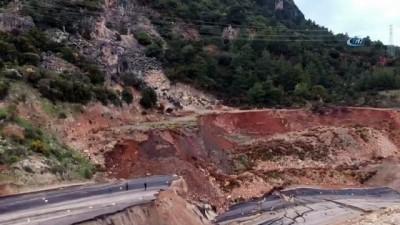 Antalya-Kumluca yolundaki heyelan bölgesi havadan görüntülendi