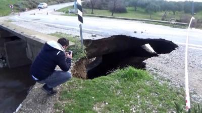 Ezine'de kuvvetli yağış nedeniyle köprü çöktü - ÇANAKKALE