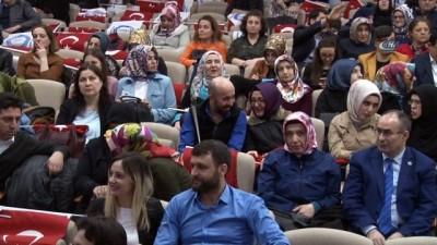Sağlık çalışanları şiir ve türkülerle günlerini kutladı
