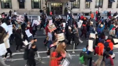 - ABD'de Öğrenciler Silah Yasasını Protesto Etti