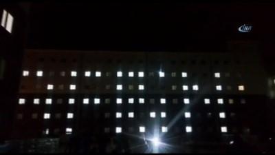 Kars'ta üniversiteli kız öğrencilerden Afrin'e destek