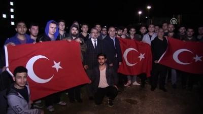 Yurtta kalan öğrencilerden Mehmetçiğe 'ışıklı' destek - EDİRNE