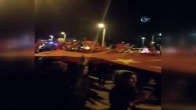 Sahte ihbarla çağrılan polis ekipleri Türk bayraklarıyla karşılandı