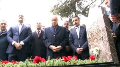 MHP Lideri Bahçeli, Alparslan Türkeş'in kabrini ziyaret etti