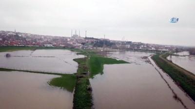 Tunca Nehri'nde artan su debisinin neden olduğu taşkın havadan görüntülendi
