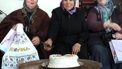 Arnavutköy Belediyesi Kadın Kültür ve Sanat Merkezi'nden yaşlılara ziyaret