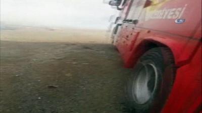 Erzurum'da fırtına çatıları böyle söktü... Fırtınadan kopan elektrik telleri yangına sebep oldu