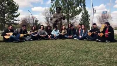 Öğrenciler Aşık Veysel'i türküsüyle andı