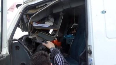 İzmir'de TIR yoldan çıktı: 1 yaralı