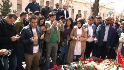 Muhsin Yazıcıoğlu, vefatının 9. yılında sevenleri tarafından kabri başında anıldı
