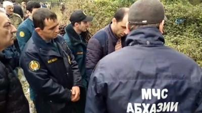 - Abhazya'daki patlamada 50 metre yüksekte asılı kaldı