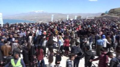 Tarihi Edremit Kalesi'nde balık festivali
