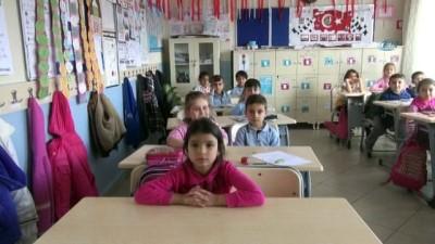 7 yaşındaki Iraklı Fahat Halit, İstiklal Marşı'nın 10 katısını ezbere okuyor