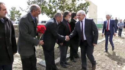 Devlet Sanatçısı Çobanoğlu mezarı başında anıldı - KARS
