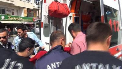 Manavgat Köprüsü'nden atlayan genç kızı, tekne personeli kurtardı