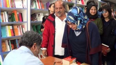 Balıkesir'de Ahmet Ümit'e yoğun ilgi