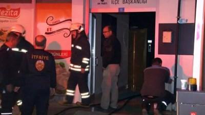 AK Parti ilçe binasında yangın paniği