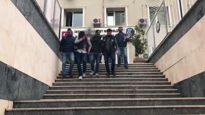 Hızlı gaspçılar polisten kaçamadı - İSTANBUL
