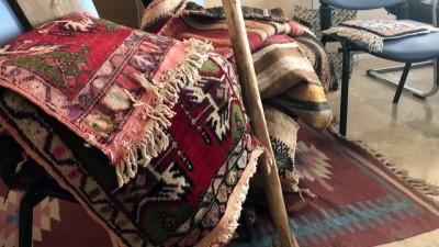 Köy köy dolaşarak tarihi halı ve kilimleri topluyorlar - KIRŞEHİR