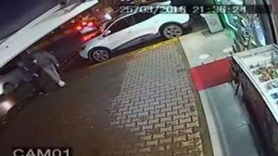 Otomobilde uyurken yakalanan seri gaspçılar kamerada