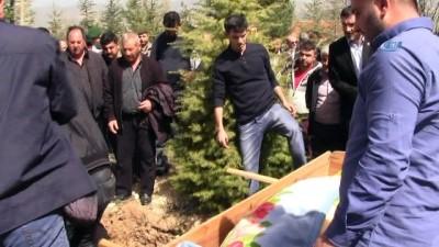 Hisarcık'ta 2 yılda vefat eden 4. muhtar toprağa verildi